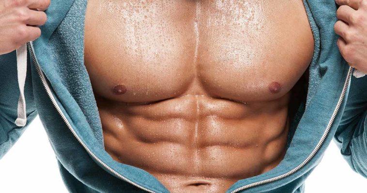 Uomo muscoloso con giacca aperta fa vedere pettorali e capezzoli