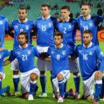Foto della nazionale italiana di calcio in maglia azzurra
