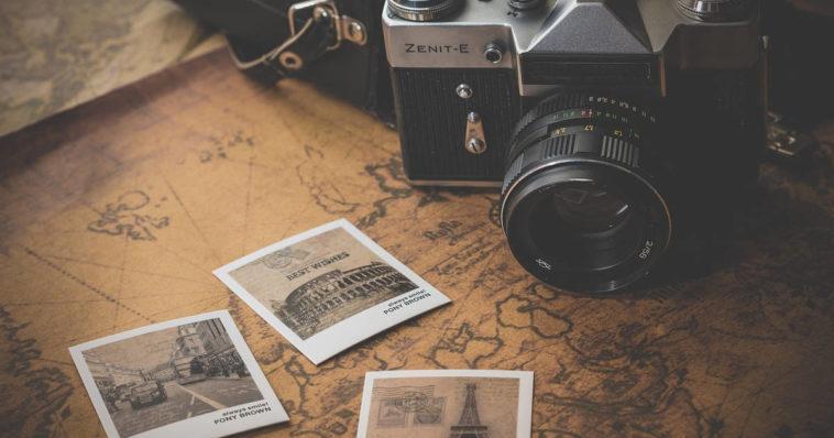 Durante i viaggi, magari alle sette meraviglie del mondo, si fanno foto