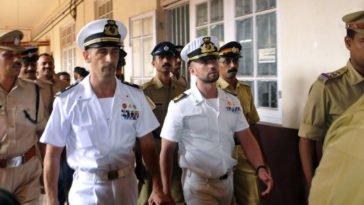 I marò Massimiliano Latorre e Salvatore Girone lasciano il carcere di Trivamdrum