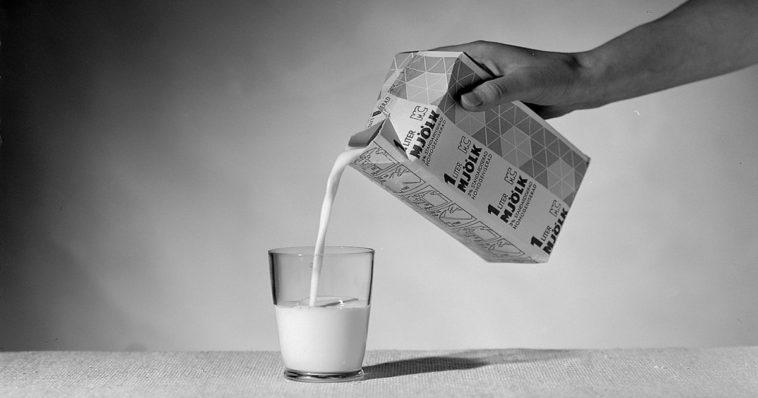 Versando il latte