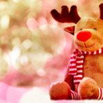 Peluche di Rudolph, una delle nove renne di babbo natale di cui qui puoi leggere i nomi