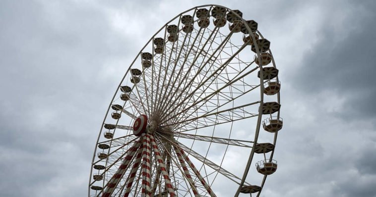 Una ruota panoramica