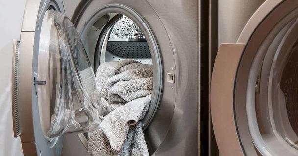 Asciugamano lasciato dentro lavatrice fa puzza di umido