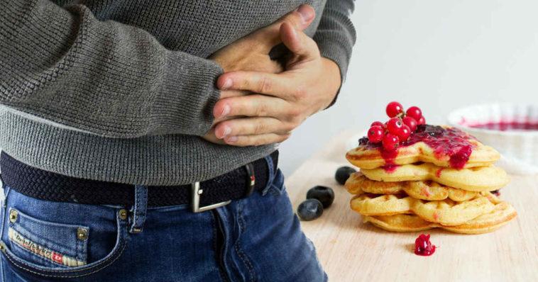 Uno stomaco che brontola per fame di pancakes